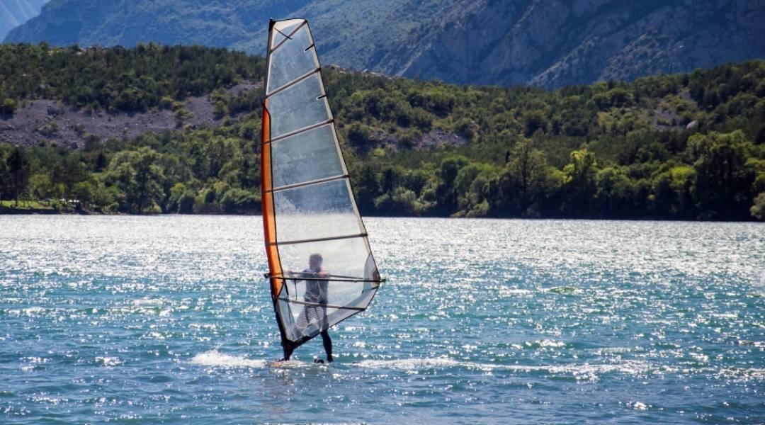jezioro idro windsurfing