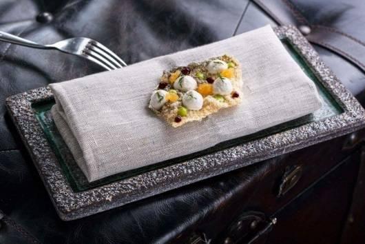 Od lewej: muz z karasi, foie gras z galaretką jabłkową i konfiturą gruszkową
