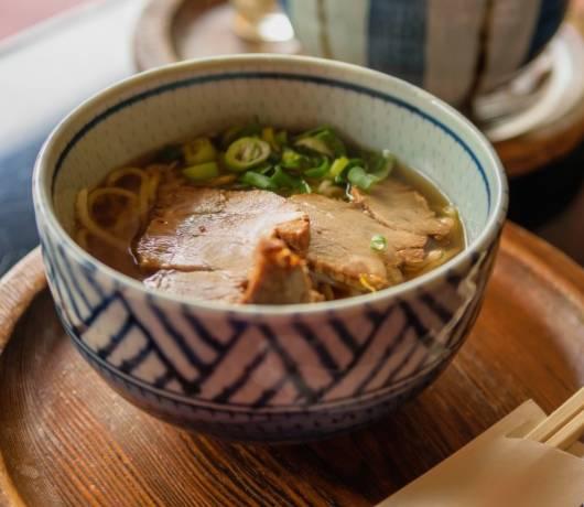 Ramen z wieprzowiną i takoyaki – kulki z ośmiornicą