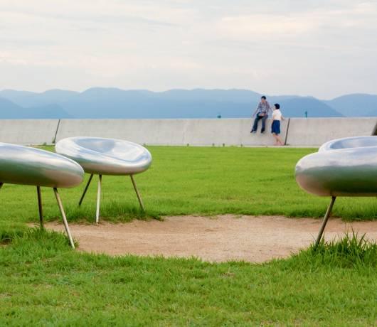 Wyspa Naoshima i salon z automatami pachinko / fot. Shutttestock.com