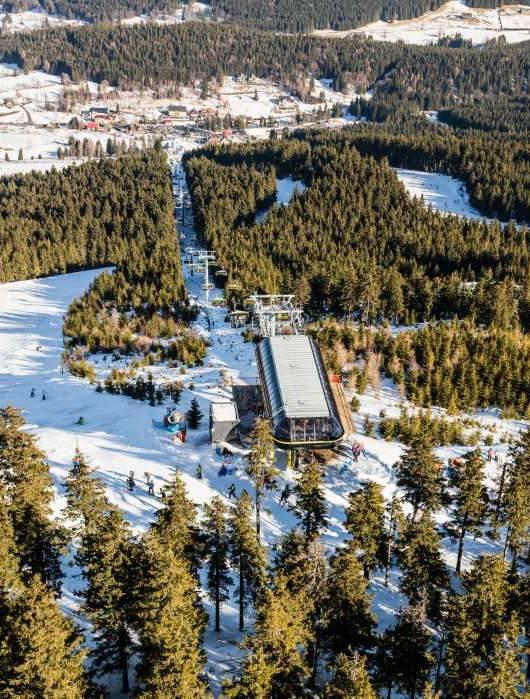 gdzie na narty czarna góra stacja