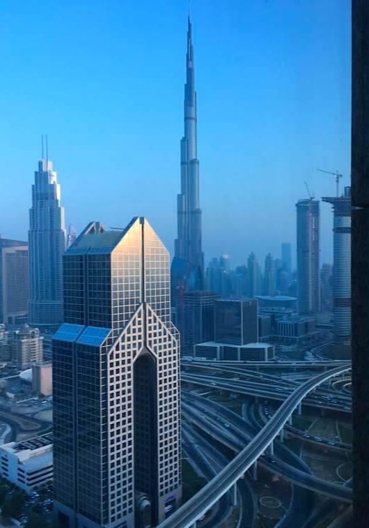 Widok na najwyższy budynek świata z hotelu Shangri-La, Dubaj z tarasu Burj Khalifa.