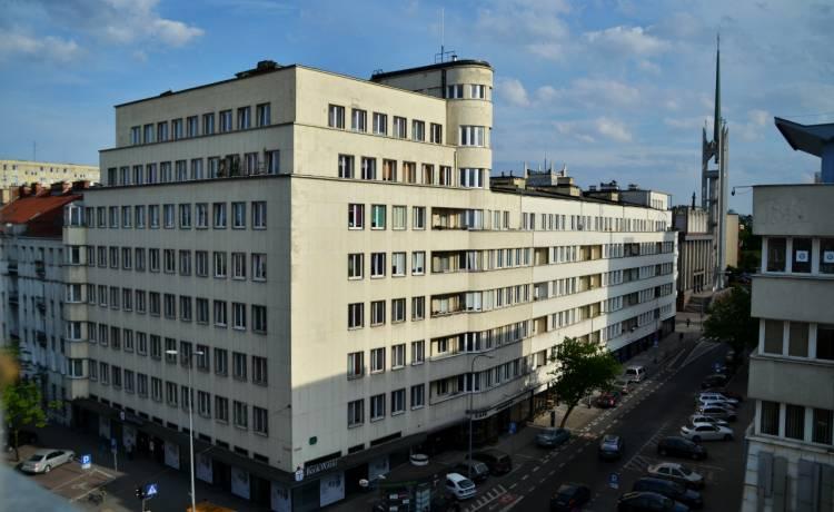 Od góry: Biurowiec ZUS, Zespół Mieszkaniowy BGK, zdjęcia: Przemysław Kozłowski, Klaudia Moses, Gdyński Szlak Modernizmu