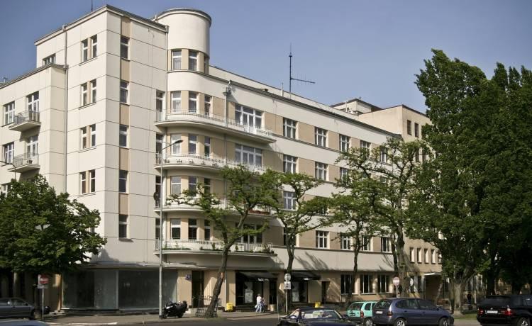 Od góry: Kamienica Hundsdorffów, Kamienica Ogończyka - Blocha i Mazalona, Kamienica Pręczkowskiego, zdjęcia: Przemysław Kozłowski, Gdyński Szlak Modernizmu