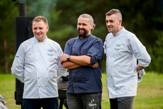 Od lewej: szef serwisu Łukasz Okuniewicz i trzech szefów kuchni: Janusz Myjak, Jacek Grochowina i Marcin Filipkiewicz