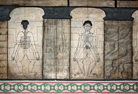 Wat Pho jest znanym centrum tajskiego masażu, do którego odniesienia można znaleźć w całej świątyni