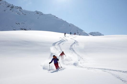 Od lewej: Tyrol austriacki i Południowy (fot. ©Tirol Werbung / Kranebitter Klaus, mat. prasowe Sudtirol)
