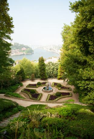 Od lewej: Majestic Cafe i Jardins do Palacio de Cristal