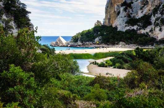 Sardynia atrakcje plaża Cala Luna