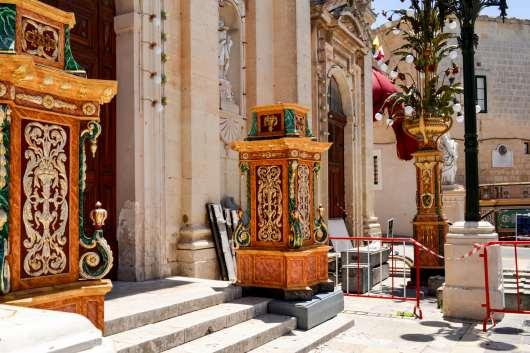 Od lewej: wejście i wnętrza katakumb św. Pawła w Rabacie