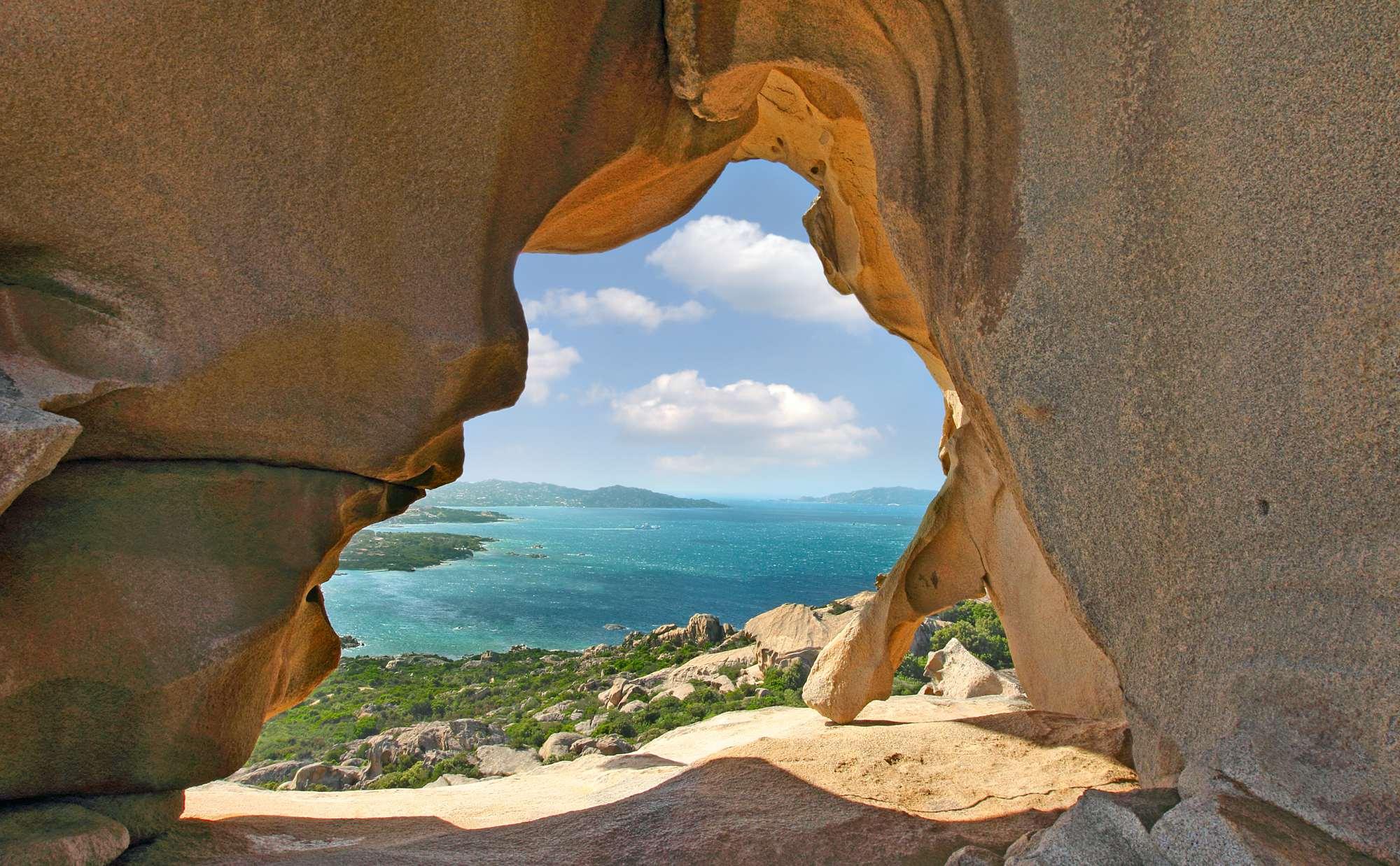 Sardynia atrakcje jaskinia plaża